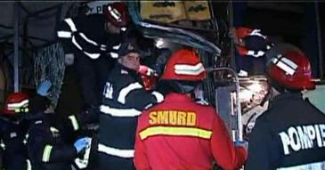 Doua autobuze in care se aflau peste 80 de pasageri s-au ciocnit la Pitesti. 17 persoane, transportate la spital in urma accidentului.