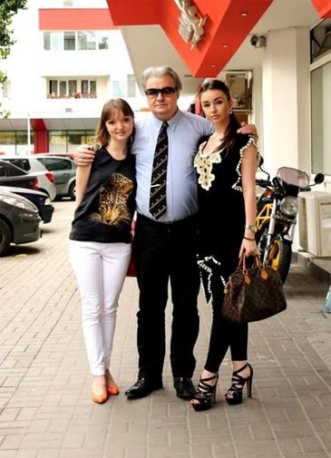 """Scandalul pe avere in familia lui Vadim Tudor continua! Fiicele """"Tribunului"""", in lacrimi de Sarbatori! """"In vila noastra de la Bran, nu mai putem sa intram de trei luni"""