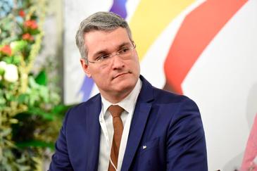 Dragos Pislaru, actualul ministru al Muncii, spune ca alocatiile pentru copiii din familiile nevoiase pot creste daca cei cu venituri peste medie renunta la ele