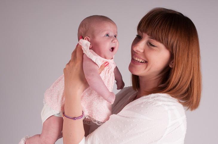 Se majoreaza indemnizatia minima pentru cresterea copilului. Aceasta creste cu aproximativ 170 de lei