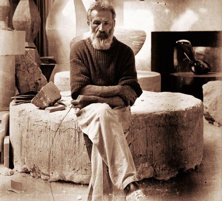 Singurul copil al lui Constantin Brancusi si-a dorit sa fie incinerat, ca si mama sa! Marele sculptor nu l-a recunoscut niciodata pe John Moore, care a murit suparat pe parintele sau celebru
