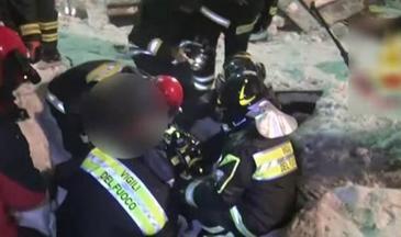 Miracol in Italia, la 50 de ore de la avalansa de cosmar! Pompierii au gasit-o in viata si pe fetita Adrianei, romanca scoasa in viata de sub daramaturi