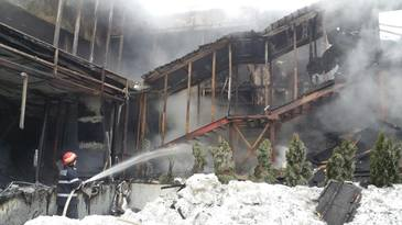 Procurorii si politistii evalueaza situatia de la clubul Bamboo. Incendiul nu e lichidat. Avocat: Cel mai probabil, administratorul clubului Bamboo va fi audiat duminica