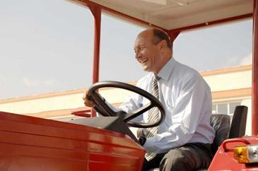 Ales senator, Traian Basescu a renuntat la functia de administrator al mosiei de la Nana! Cele 290 de hectare de teren arabil fusesera cumparate de Ioana Basescu printr-un credit de un milion de euro