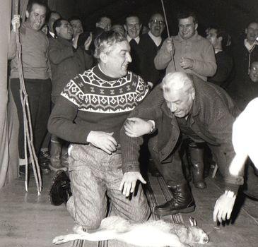 """Imagini de colectie! Cum ii umilea Nicolae Ceausescu pe ambasadorii straini: """"Excelenta care se afla in acel moment pe saltea primea de la presedinte cate trei lovituri, cu o vergea lunga, pe sezut!"""""""