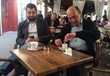 Fostul purtator de cuvant al lui Traian Basescu este si voluntar SMURD! Uite-l pe Bogdan Oprea in uniforma de salvator
