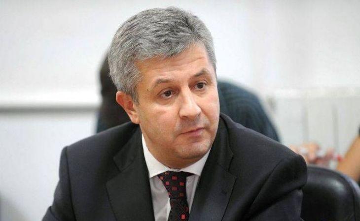 Sotia ministrului de Justitie care a realizat ordonantele privind modificarea Codului Penal si gratierea s-a pensionat la doar 47 de ani, cu o pensie de peste 12.000 de lei