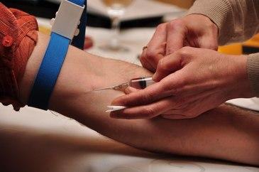 O femeie din Galati a murit dupa ce asistenta medicala i-a facut o injectie fara prescriptie. Asistenta este judecata pentru ucidere din culpa