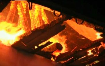 O biserica de lemn din Constanta a luat foc aseara. De la ce a pornit totul?