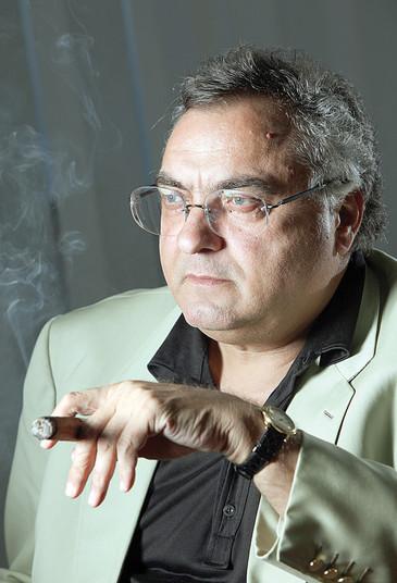 Angajatii lui Adamescu, in alerta! Lupta pentru avere in familia afaceristului ii va lasa pe drumuri