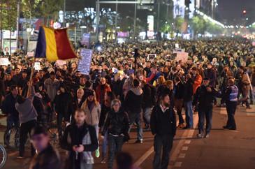 Cateva zeci de persoane s-au adunat in Piata Victoriei, in a optsprezecea zi de proteste