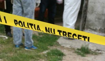 Moarte suspecta in Buzau. Cadavrul unui barbat, cu pantalonii dati jos, gasit pe marginea drumului