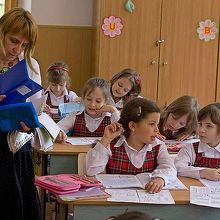 Inovatie in Romania. Elevii vor primi manualele pe stick