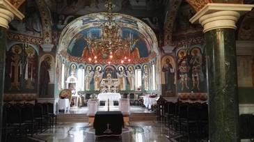 Sicriul Ilenei Ciuculete a fost depus in biserica, in ropote de aplauze