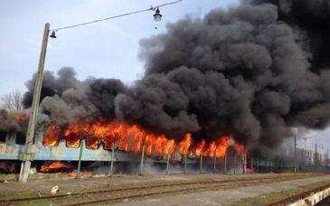 Incendiu in Gara de Nord din Timisoara, la un vagon de tren dezafectat. Pompierii au intevenit cu cinci autospeciale