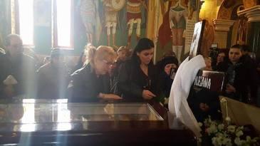 Situatie incredibila la funeraliile Ilenei Ciuculete. Cine s-a bucurat de moartea artistei si a facut circ la biserica unde se tinea slujba dinaintea inmormantarii