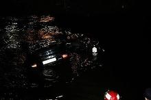 Sase persoane ranite dupa ce au plonjat cu masina in raul Dambovita, la iesirea din Bucuresti; trei dintre victime, inconstiente la sosirea salvatorilor