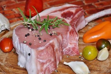 Producatorii si procesatorii sustin ca in aprilie carnea de porc se va scumpi cu pana la 20%