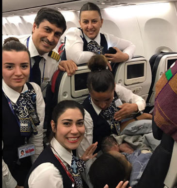 O femeie a nascut in avion, la 12.000 de metri altitudine