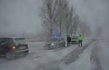 Traficul rutier este in continuare intrerupt pe sase drumuri nationale din Galati si Vaslui