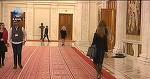 Parada modei in Parlament. Doamnele din Casa Poporului isi etaleaza zi de zi pantofii indrazneti