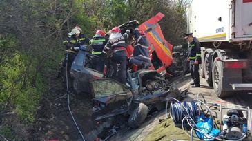 Soferul TIR-ului care a provocat accidentul din Olt circula cu o dovada, fiindu-i suspendat permisul cu putin timp inainte de impact
