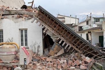Opt morti si peste 20 de raniti in urma unui cutremur moderat in vestul extrem al Chinei