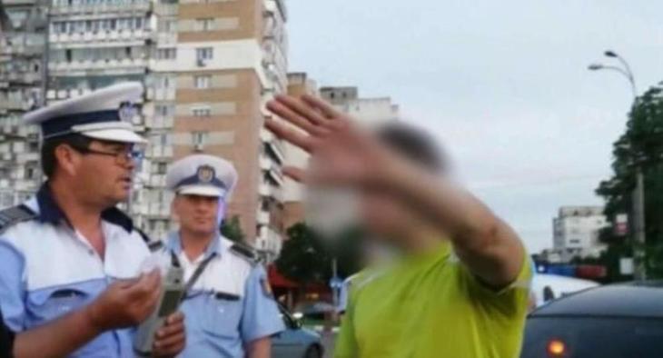 Un tanar din Buzau a condus baut si cu permisul suspendat si s-a oprit in stalp. Apoi a fugit de politisti