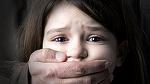 Fetita de 9 ani din Moldova, batuta si violata de un consatean. Mama copilei il chemase pe barbat pentru a bea impreuna