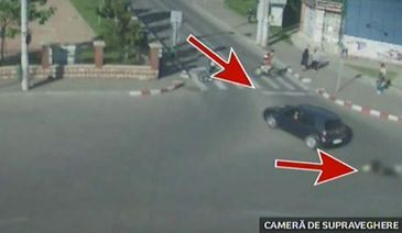 Scene incredibile cu o biciclista lovita in plin de o masina, intr-o intersectie din Buzau. Ce explicatie are soferul care a accidentat-o grav