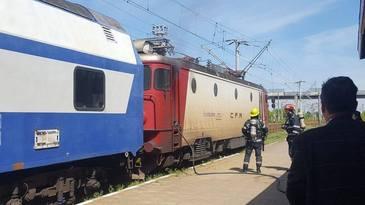 Locomotiva unui tren cu pasageri a luat foc in gara din Roman