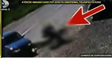 Accident grav in Buzau. Doi tineri au fost spulberati de pe motocicleta. Imagini socante