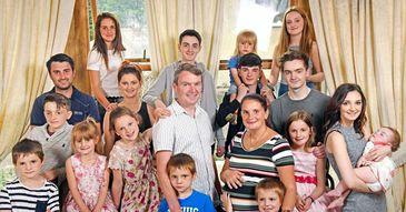 Au facut 20 de copii, iar acum au decis sa se opreasca pentru ca au ramas fara nume. Povestea celei mai numeroase familii din Marea Britanie