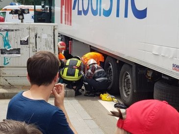 Accident teribil in Iasi! O batrana a fost calcata de un tir pe trecerea de pietoni
