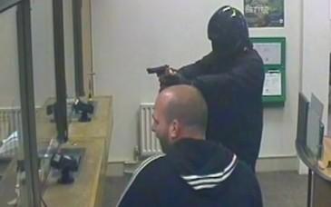 Jaf armat la o banca din Sectorul 4