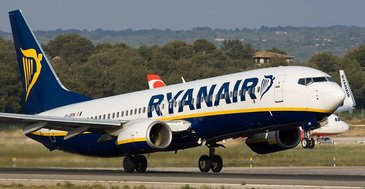"Rynair ia peste picior Tarom: ""La acelasi pret cat pentru un zbor Tarom, puteti cumpara 10 zboruri cu Rynair"". Cum a raspuns Tarom"