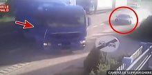 Impact violent intre un autoturism si un TIR. Doar printr-o minune, nimeni nu a fost ranit