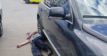 Groparul Cimitirului din Barlad, beat mort, a adormit sub roata unei masini