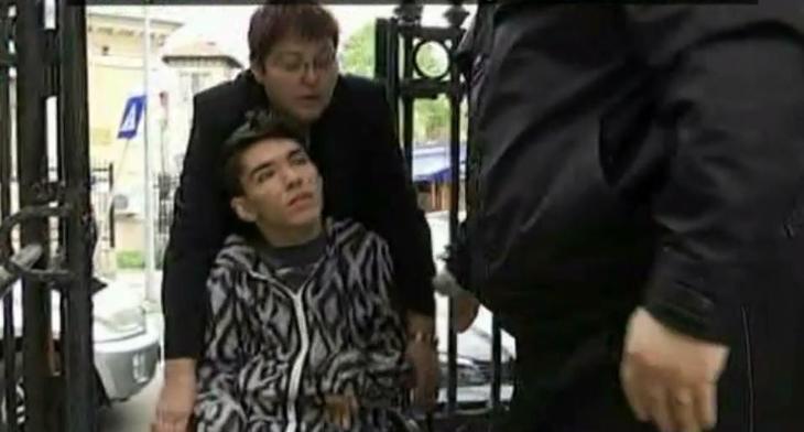 Drama lui Stef, baiatul in scaun cu rotile care vrea sa invete, continua! Mama lui lupta pentru dreptul la invatatura