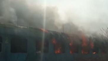 Un incendiu a izbucnit intr-un tren de calatori ce circula pe ruta Ploiesti - Brasov. 50 de persoane se aflau in vagoane