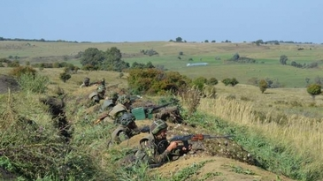 Un proiectil folosit in cadrul exercitiului militar in Cincu a ajuns in gradina unui localnic. Reactia MApN