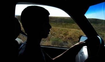 Un minor din Vaslui a furat masina parintilor si a provocat un accident. In ce stare l-au gasit politistii
