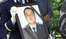 Politistul Sorin Vezeteu, ucis cu bestialitate in Gara Burdujeni, a fost ingropat cu onoruri militare