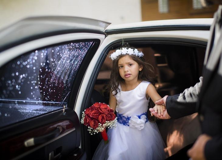 """Politistii nu au putut opri casatoria unei fetite de 5 ani cu un barbat mult mai in varsta. """"Din pacate, noaptea nuntii s-a consumat"""""""
