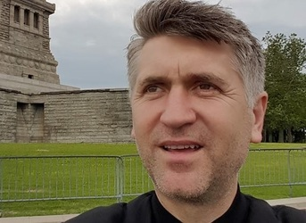 """Un tanar de 17 arunca bomba! A fost racolat de Pomohaci in biserica: """"M-a intrebat de ce nu ma dezbrac. A vrut sa ma agreseze"""""""