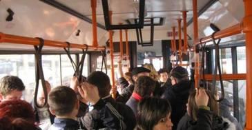 """""""Sper din suflet ca asta e ultima vara in care in Bucuresti nu se poate circula civilizat"""". 150 de autobuze din Bucuresti vor fi dotate cu aer conditionat."""