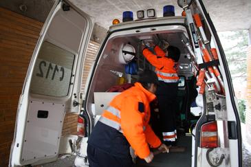 Accident cumplit in Vaslui! Un sofer a murit strivit de masina sa pe care a incercat sa o opreasca pe un drum in panta, dupa ce autoturismul o luase la vale
