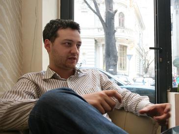 La 27 ani, acest roman avea 50 de cafenele si afaceri de 15 milioane de euro. Acum este falimentar si nimeni nu-si mai aduce aminte de el