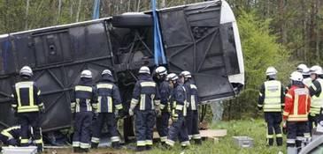 MAE face precizari in cazul autocarului cu romani, rasturnat in Germania. Au fost 49 de persoane, printre care 42 de romani
