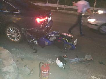 Accident rutier pe Calea Vacaresti din Capitala, un motociclist fiind prins sub un autoturism